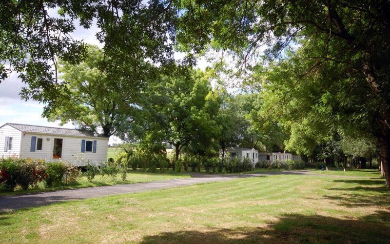 location emplacement pour tente, caravane et mobil home dans camping avec piscine situé à Arces sur Gironde