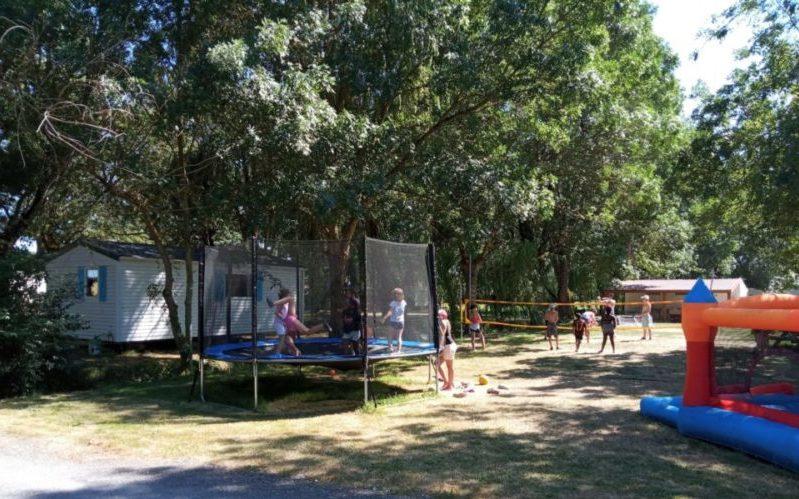 Bungalow ou mobil home au camping familial La Clé des Champs avec piscine à 10 minutes des plages de Meschers