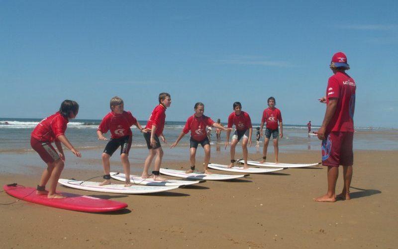 groupe de jeunes en pension complète dans camping avec piscine à Arces sur Gironde